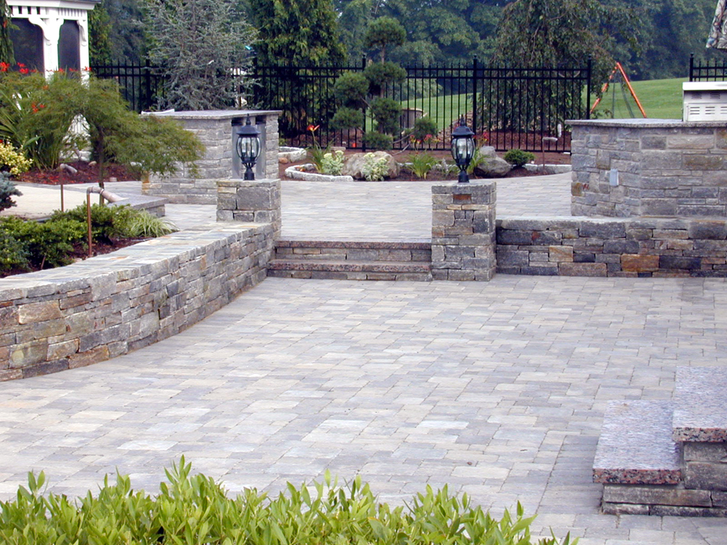Patios with pavers patio design ideas Paver patio ideas